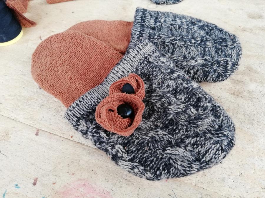 Cartamodello e realizzazione di un paio di pantofole da unmaglione